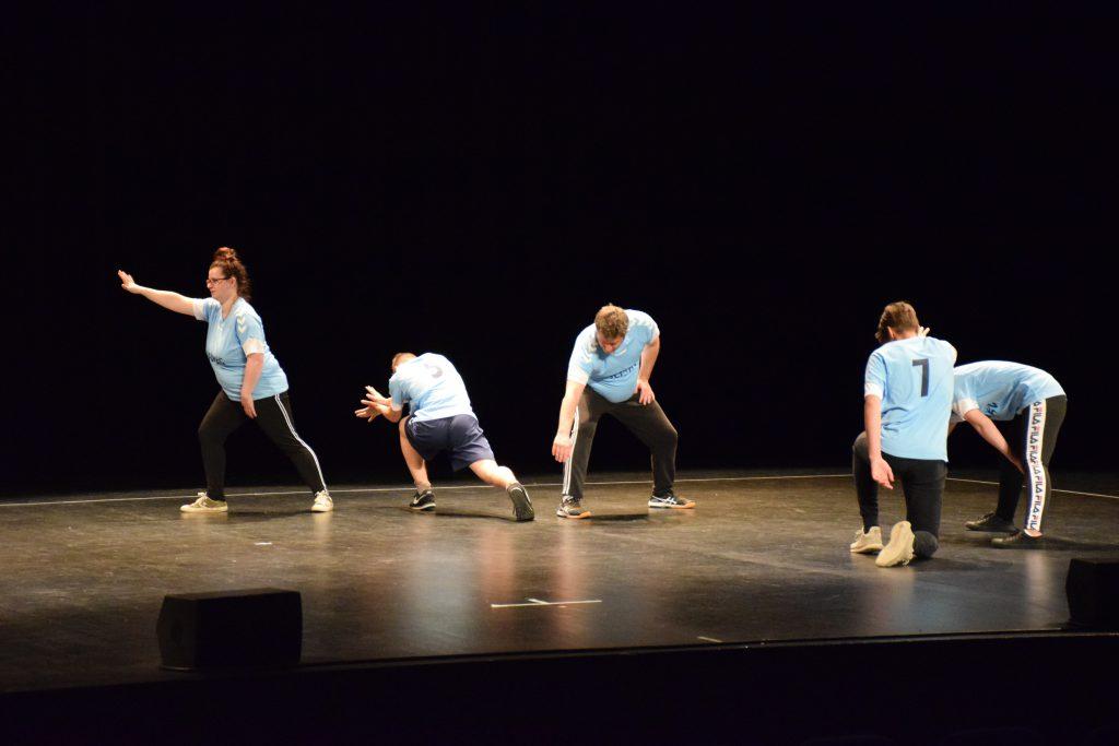 Les jeunes de l'Institut Perdrizet lors du spectacle Dansés en commun en partenariat avec Territoire de danse contemporaine