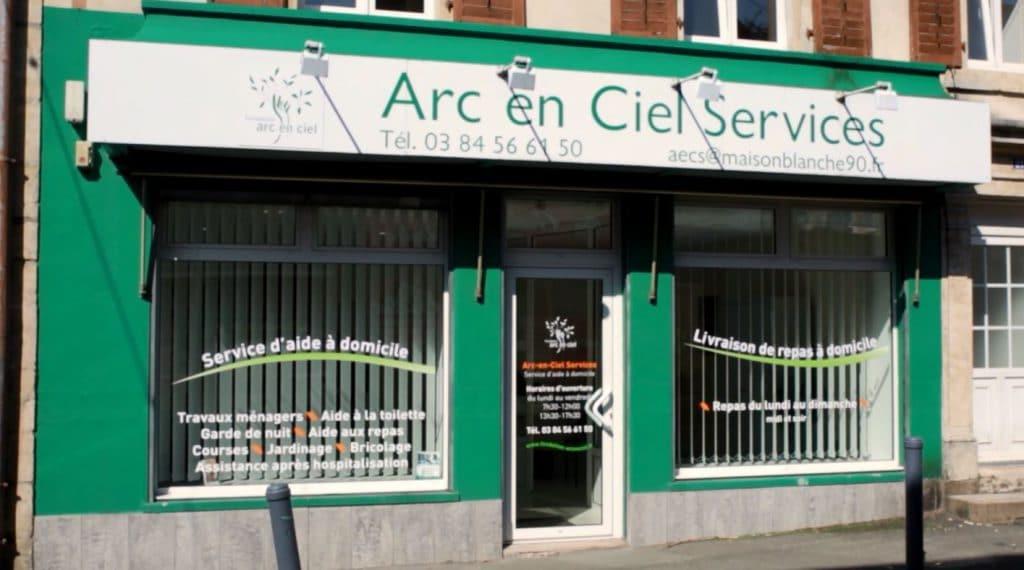 Devanture des locaux du service à domicile, Arc-en-Ciel services