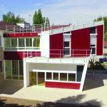 Batiment de la maison des capacités sur 2 étages en rouge bordeau