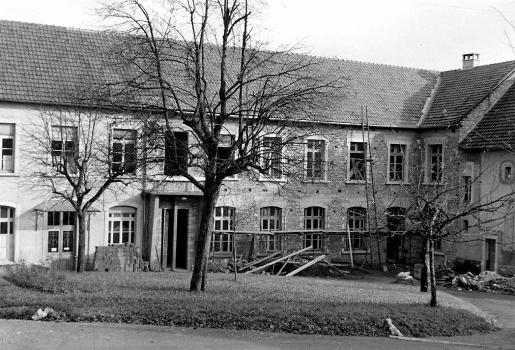 Vue du bâtiment de chirurgie en cours d'agrandissement en janvier 1953