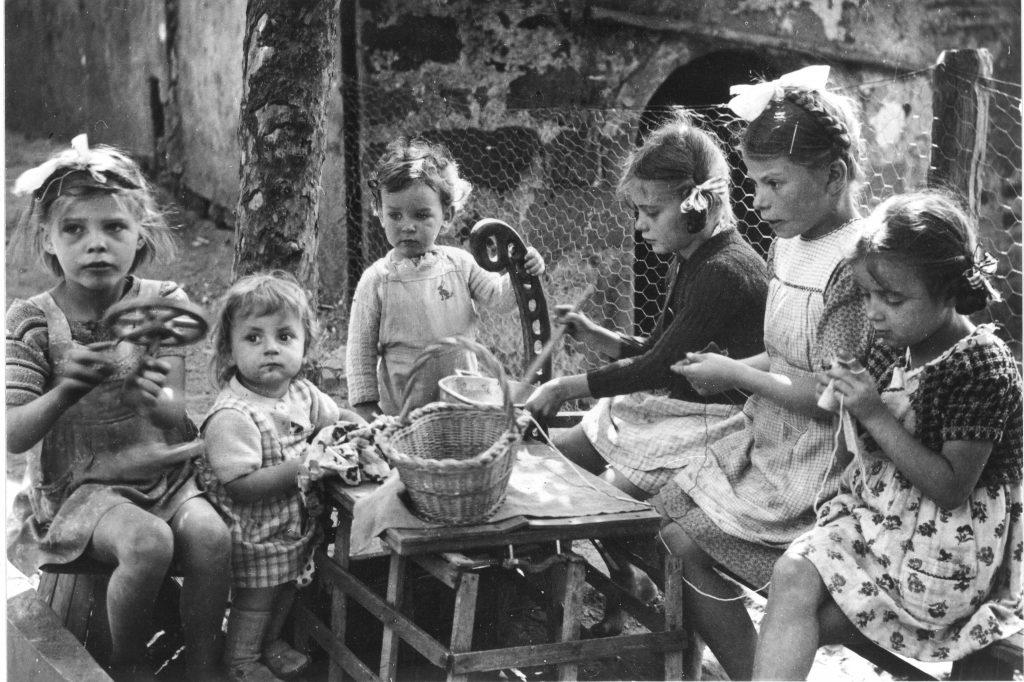 home pour enfants à Giromagny pour des orphelins de guerre du village d'Étobon (70).