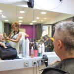 Résident au salon de coiffure de la Maison Blanche